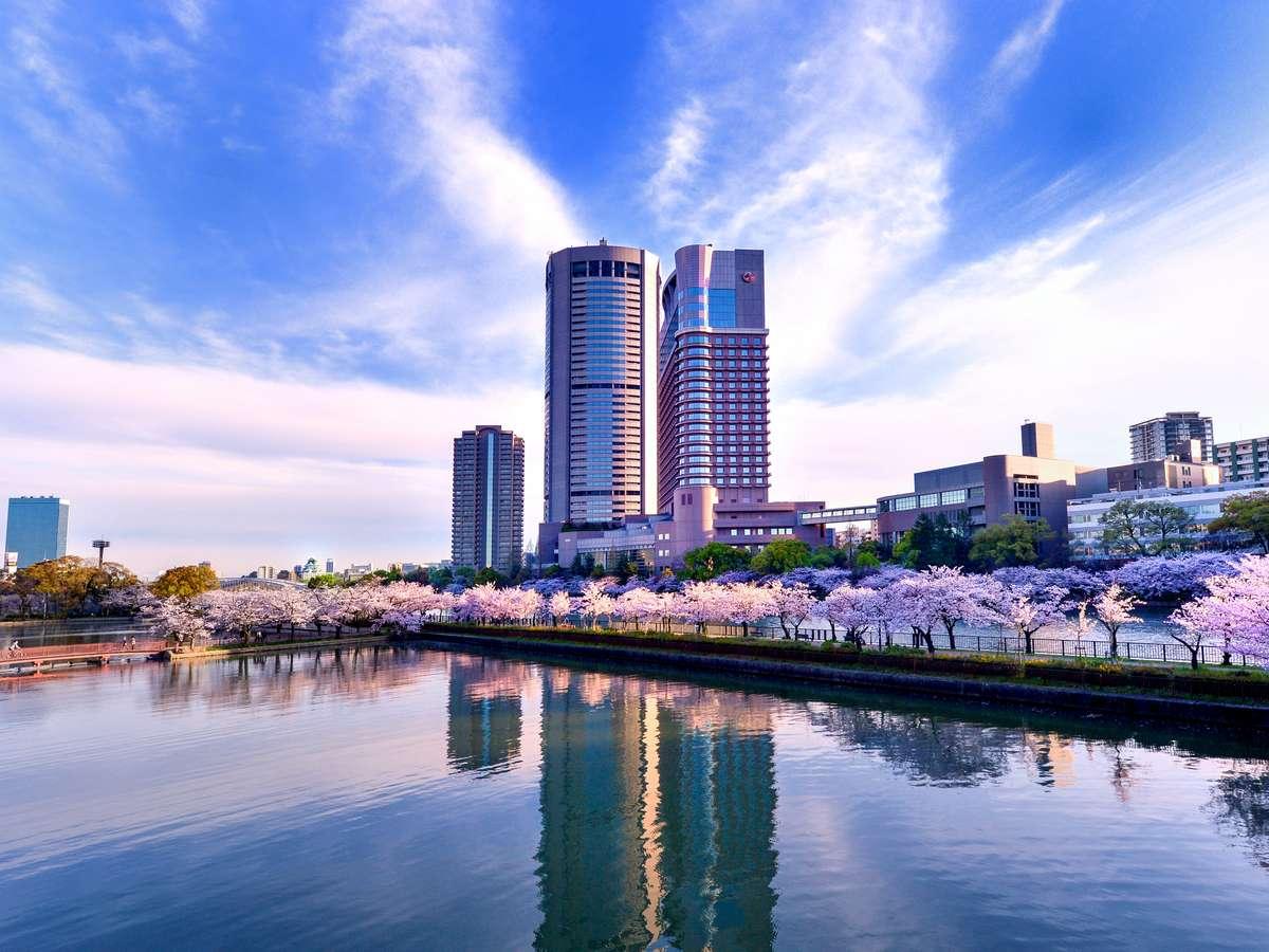 ~春~大川の対岸から眺める帝国ホテル大阪