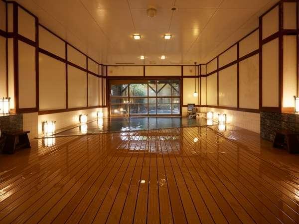 大正浪漫の風情を感じる大浴場は、ほっと寛げる癒やしの空間。