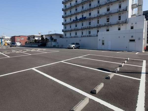 ホテル駐車場60台(1台1泊500円)
