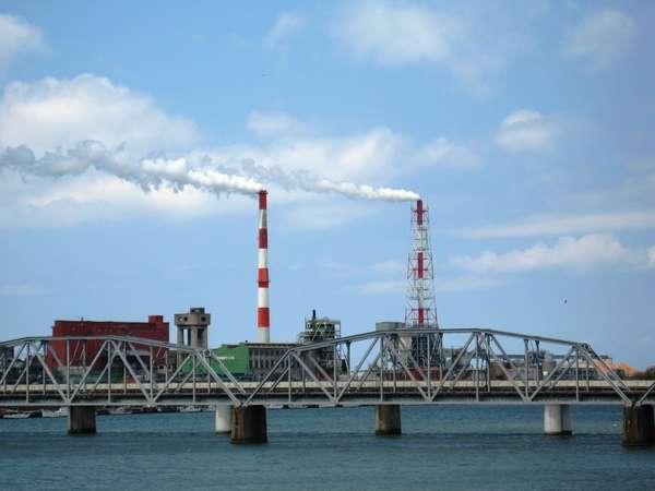 「ようきんさって江津へ」江津はこの2本の煙突がシンボルです。お帰り~