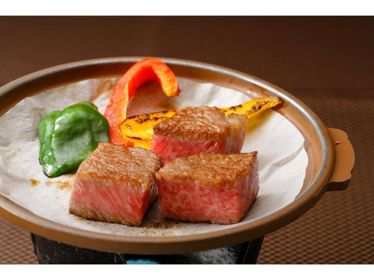 信州プレミアム牛の最高級A5ランクの陶板ステーキ