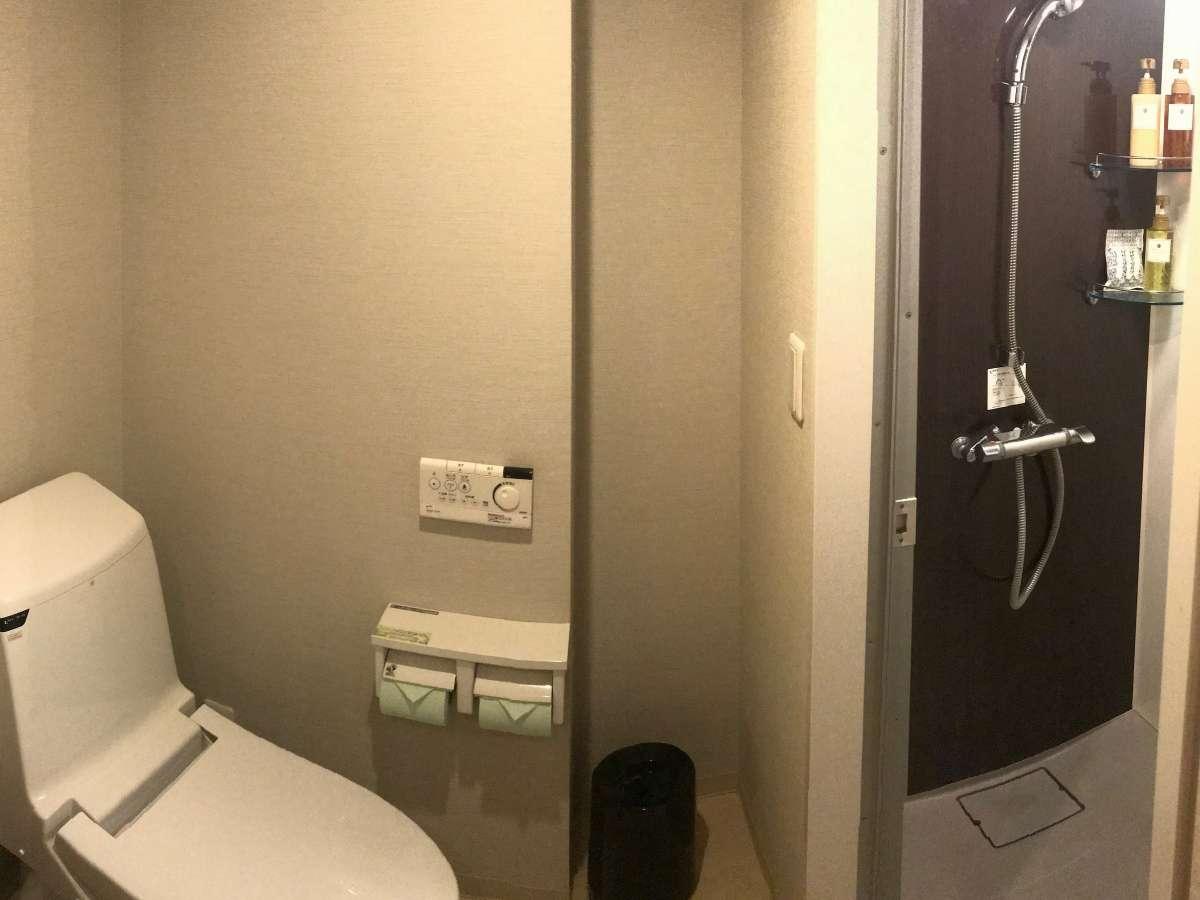 シャワーユニットとトイレ・洗面が独立した水回り3点独立タイプ