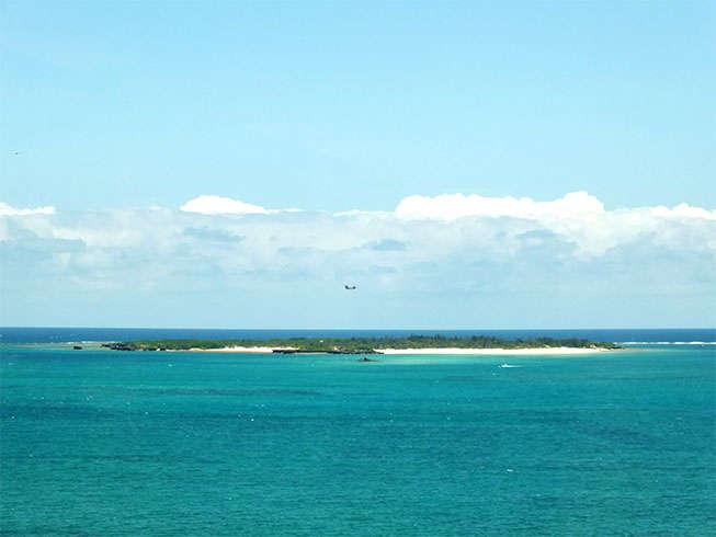 【マリンスポーツ】バナナボートで行く無人島シュノーケルツアー。