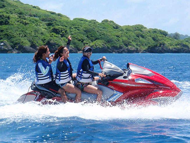 【マリンスポーツ】マリンジェット。風をきって海の上を自由に走る爽快マリンスポーツ。