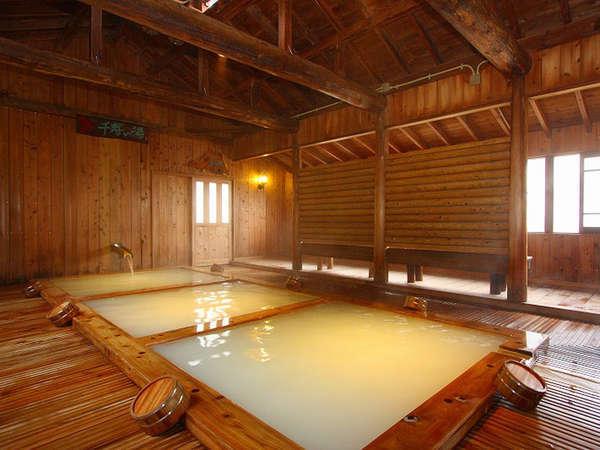 【千寿の湯】桧のいい香りに包まれてゆったりと温泉をご堪能下さい