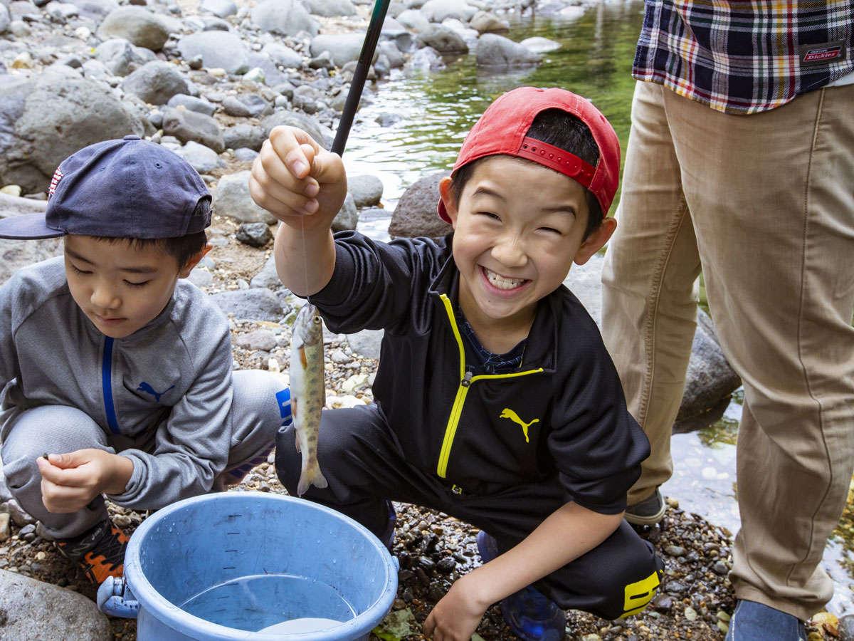 【夏】森と川で遊べるのが北湯沢の魅力です。不定期で釣り体験も開催!
