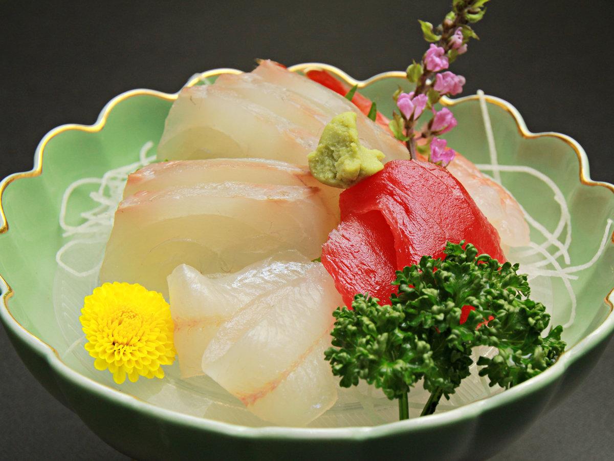 ◆【ご夕食一例・単品】地元の旬の海の幸を活かした≪正統派の日本料理≫でおもてなし。