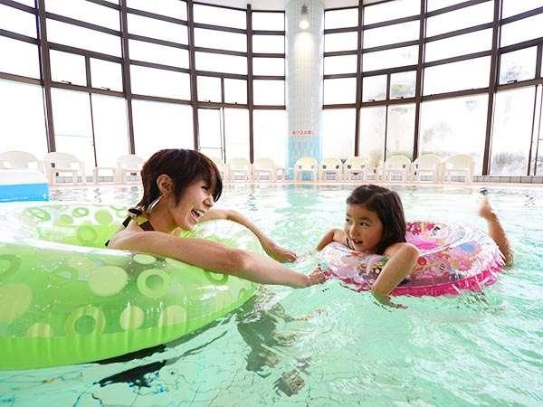 温泉水使用で泳ぎながらお肌もツルツル※乳幼児のプール利用について注意事項がございます。