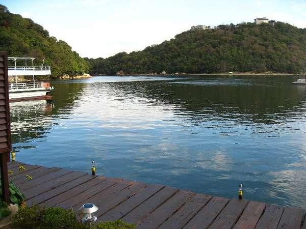 当館専用無料の釣り桟橋です。ごゆっくり浜名湖の釣りをお楽しみ下さい(道具はご持参下さい9