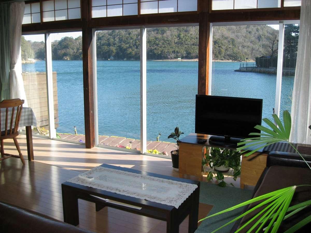 湖が一望の30畳の和洋室です。6名様より御利用いただけます。(皆で1部屋プランのお部屋)です)