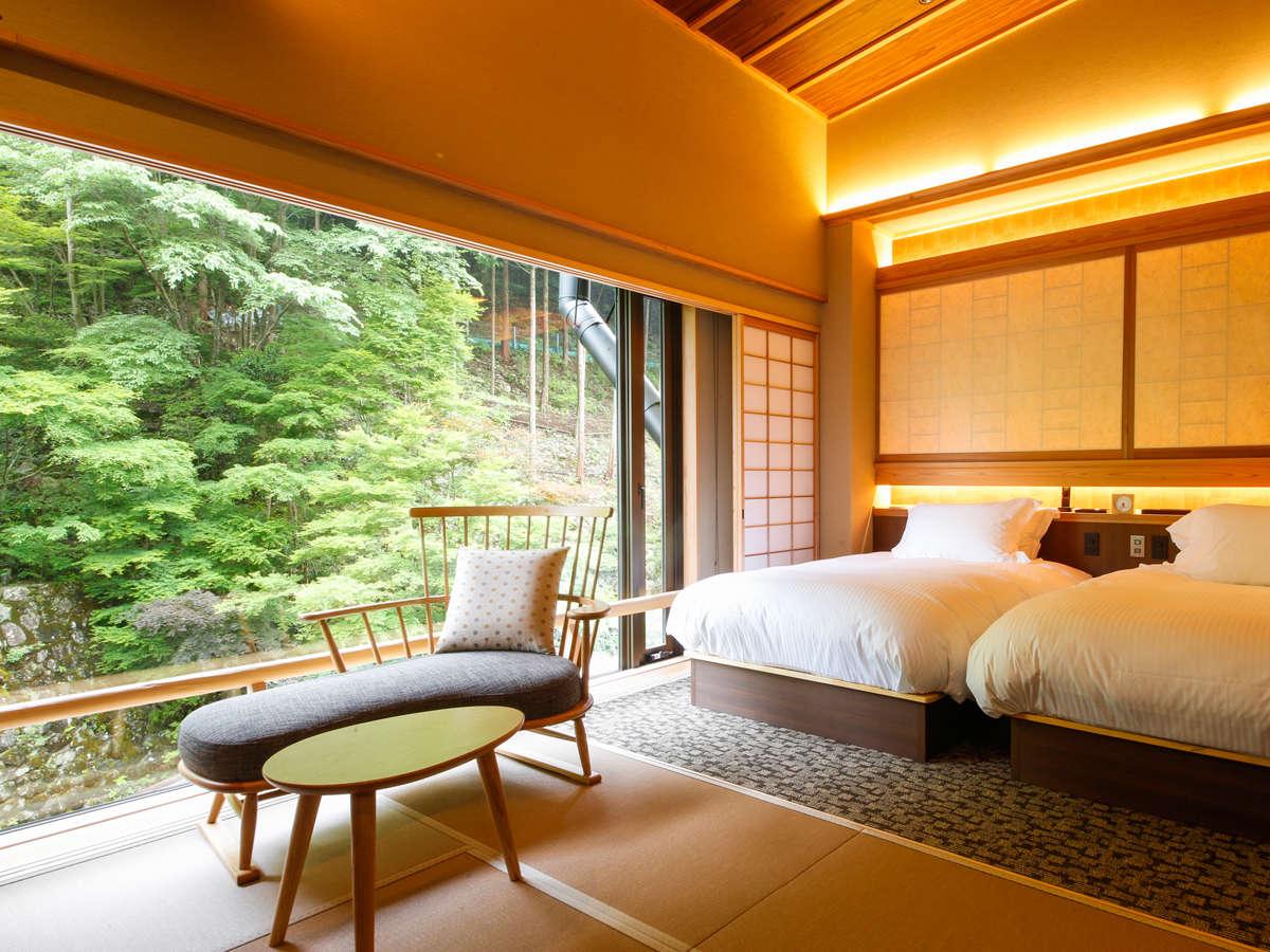 全28室の多彩なお部屋は、山の香りが届く里山ヒュッテと、自分だけの温泉や気軽に湯山荘を愉しめる本館客室