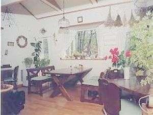 ほんとに小さな食堂です