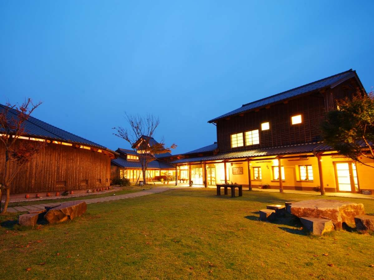 象設計集団が設計したコテージ風の客室、2021年リニューアルOPENした温泉施設が魅力。