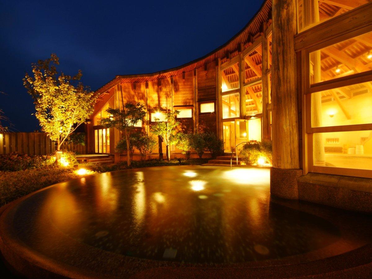開放感のある大きな露天風呂 山の温泉【香具夜】2021年温泉施設リニューアルOPEN