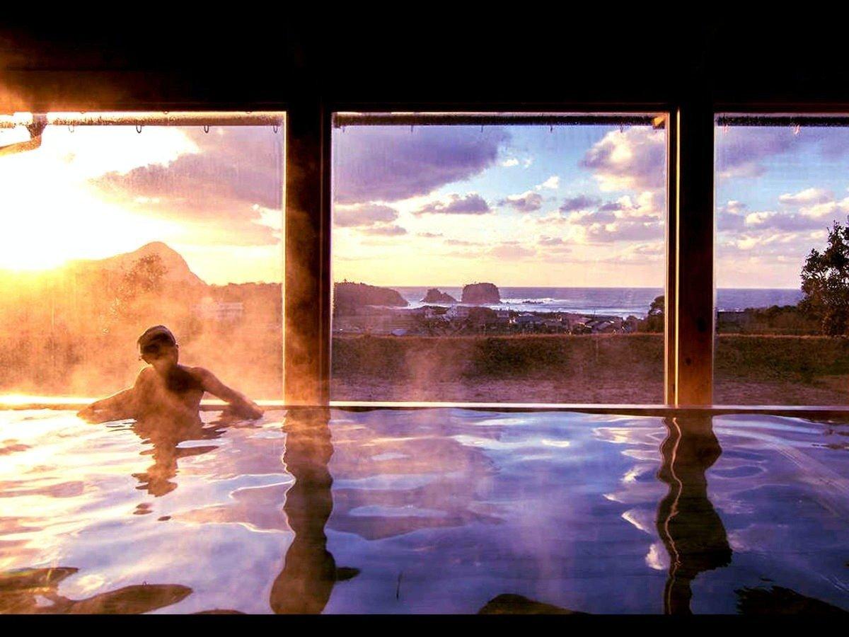 日本海と宇川の景色を堪能できる海の温泉【竜宮】2021年リニューアルOPEN