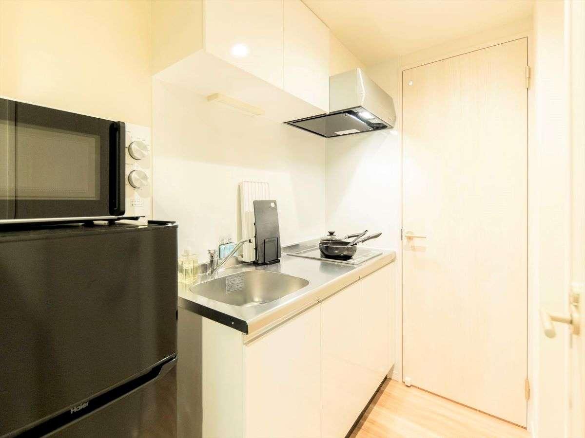 キッチンには、調理器具、冷蔵庫、電子レンジ等のご用意がございます。