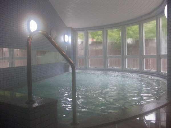 明るく清潔感のある大浴場