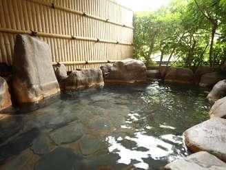 川沿いの露天風呂。