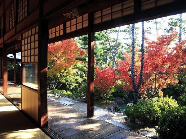 新渓園。幽玄な建物と付随する純日本庭園です。