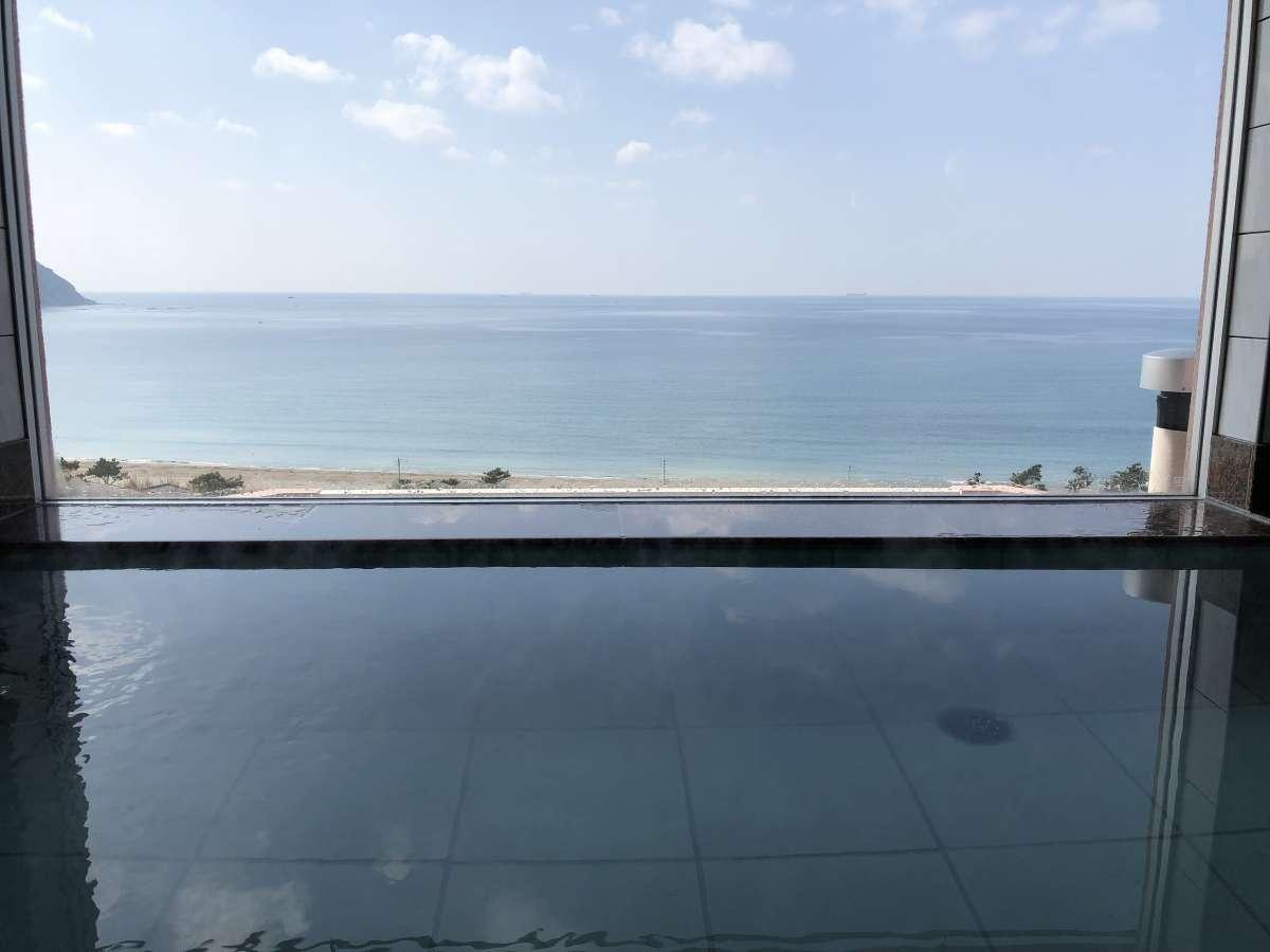 【最上階の男女別展望風呂】海一望の展望温泉