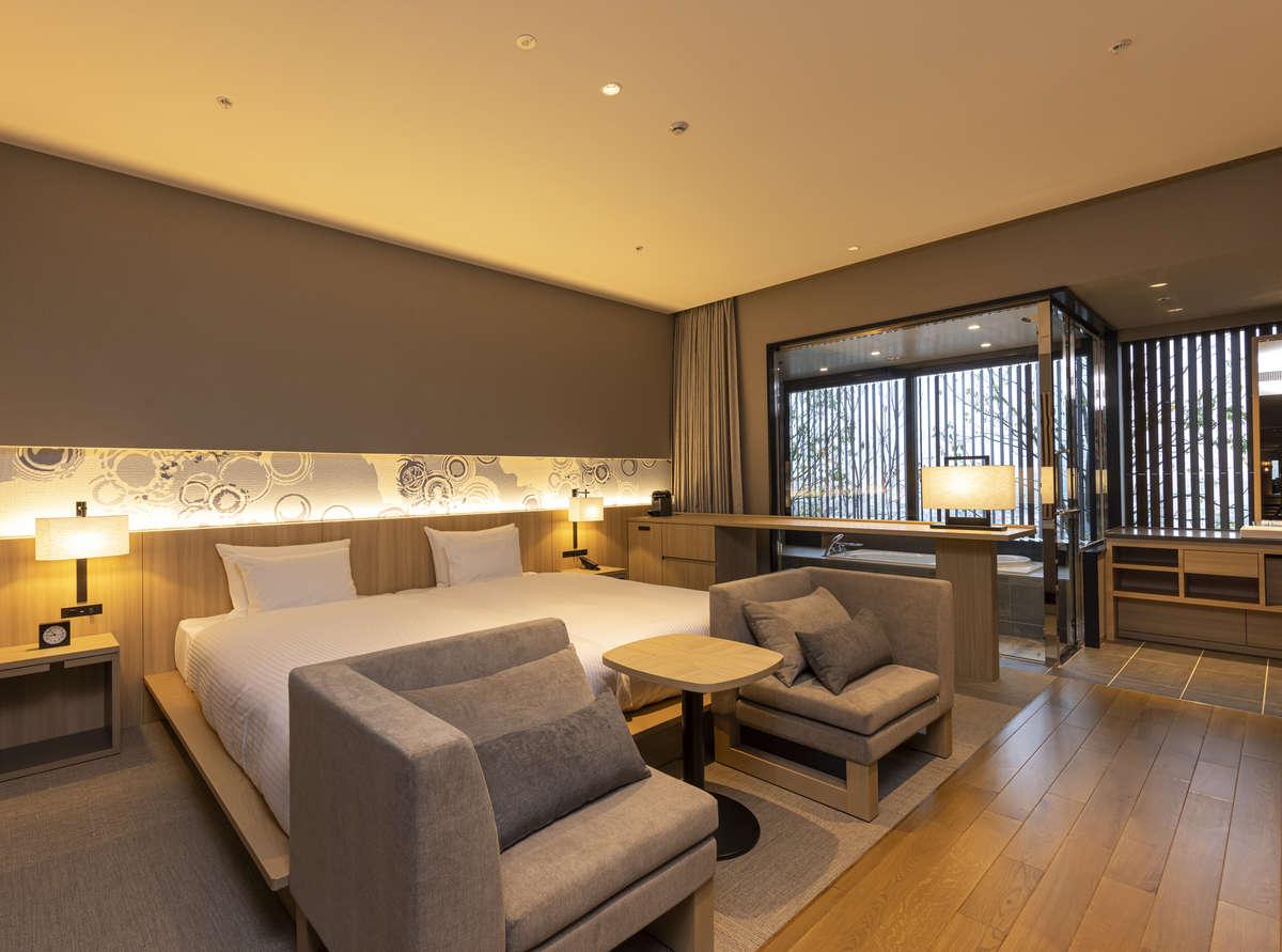 プレミアムツイン(洗い場付きバス)44~47㎡の空間にガラス張りのバスルーム。滞在を満喫できる客室。