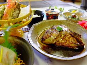 名物「鯛のカブト煮」は絶品です!