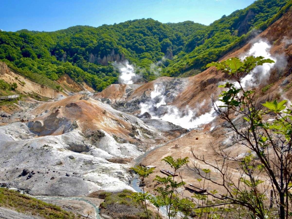 【地獄谷】登別温泉に来たらまずはここ!四季折々で姿を変える大自然と地獄谷が織り成す幻想的な風景は必見
