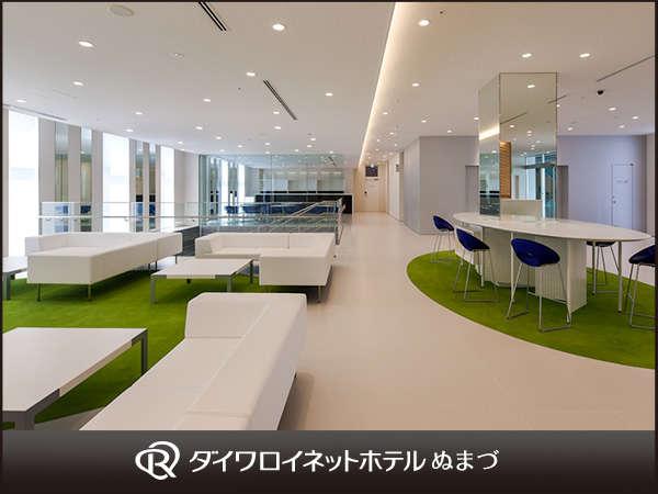 沼津の景観を代表する「千本松原」をコンセプトとして、グリーンと白を基調とした作り。