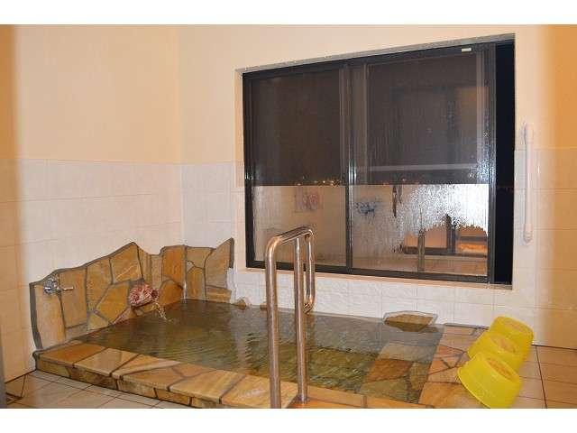 温泉:塩辛いけど保温効果のある強塩泉で海を眺めながらお寛ぎ下さい。