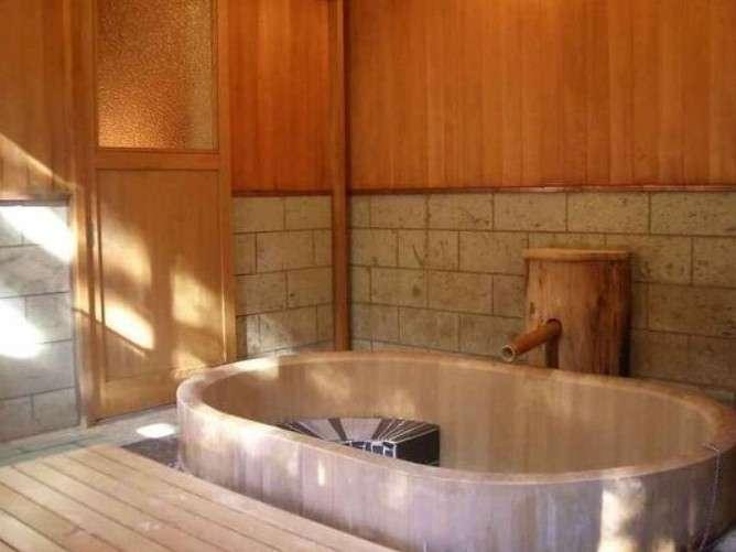 大人数で入れる総檜内風呂・・・星降る家