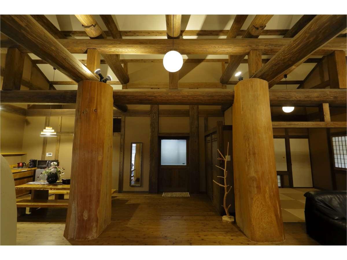 あぎゃん 樹齢120年の杉の柱