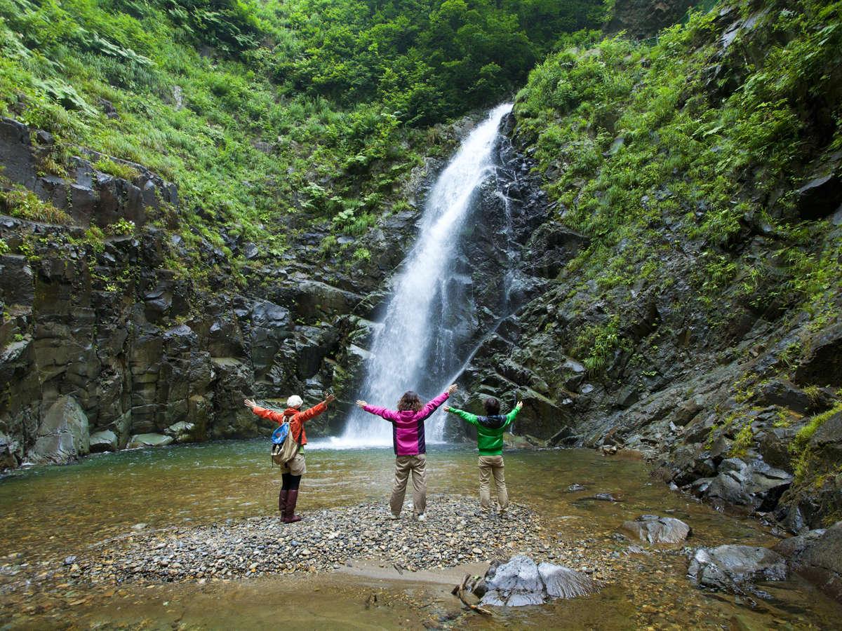 *暗門の滝/人気の観光スポットは当ビレッジからのアクセス良好!(足場が悪い道あり)