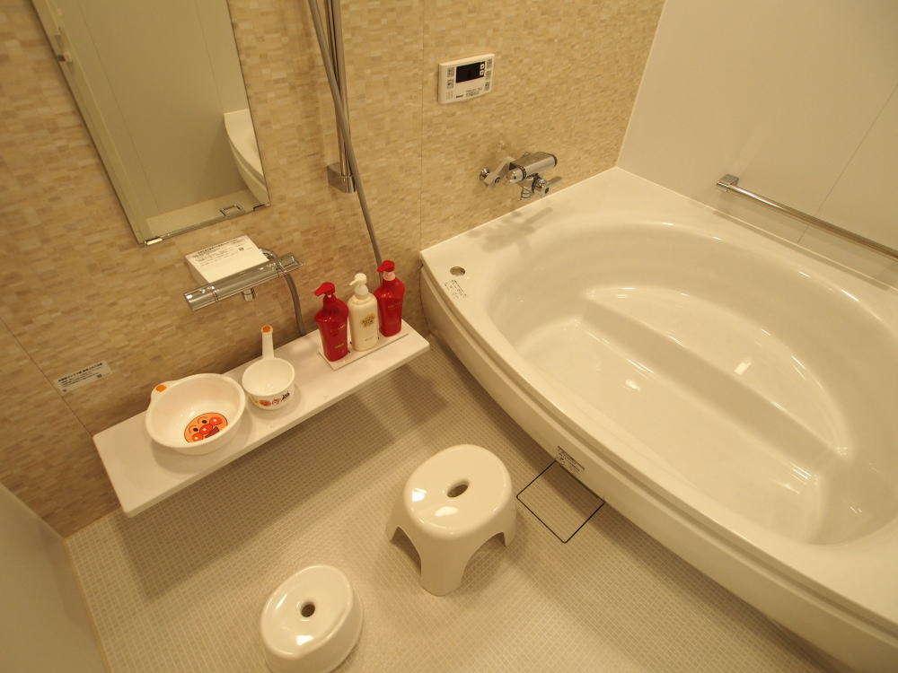 【80㎡タイプ】 家族風呂。大人数名でも入れる大型浴槽を採用。ゆったり体を休めていただけます