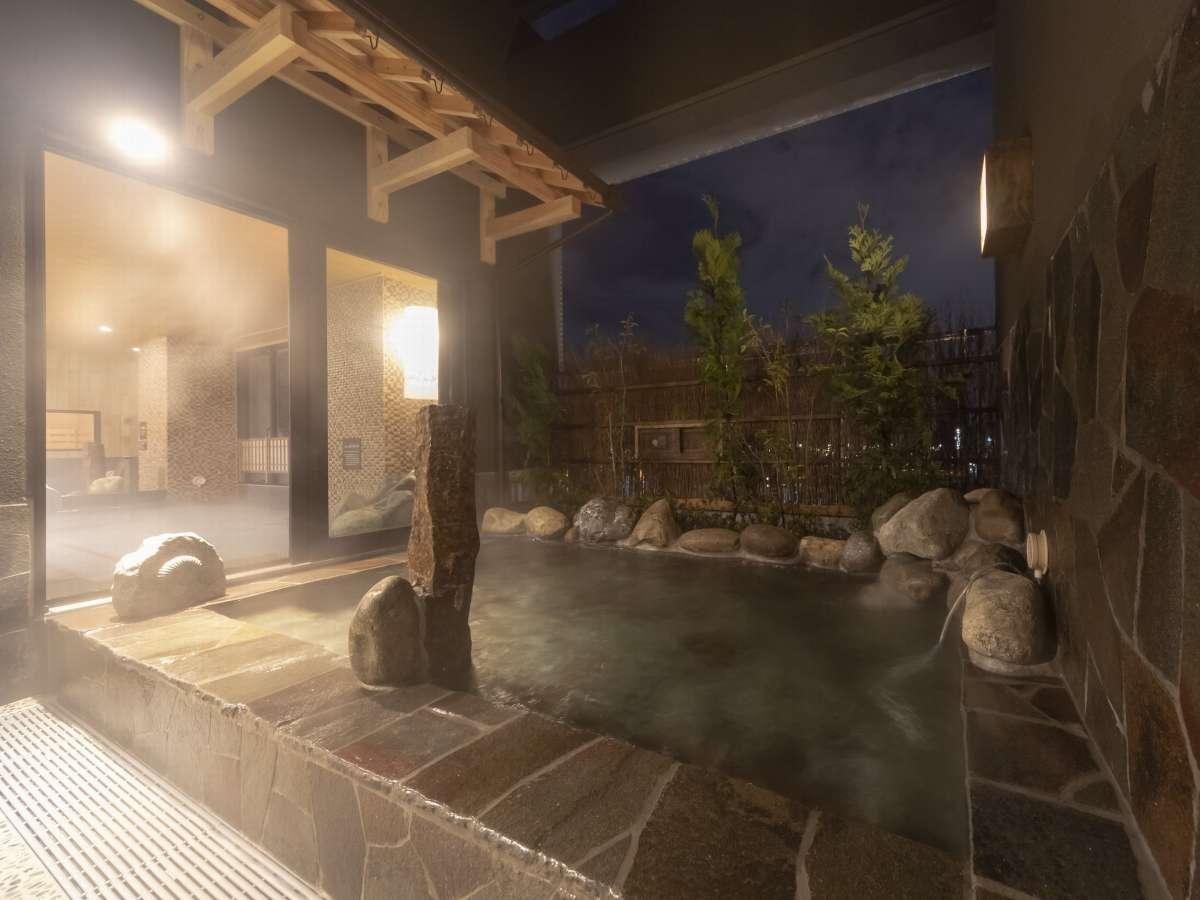 ■男性露天風呂 ご利用時間15:00~翌朝10:00(夜通しご利用可能) 41~43℃