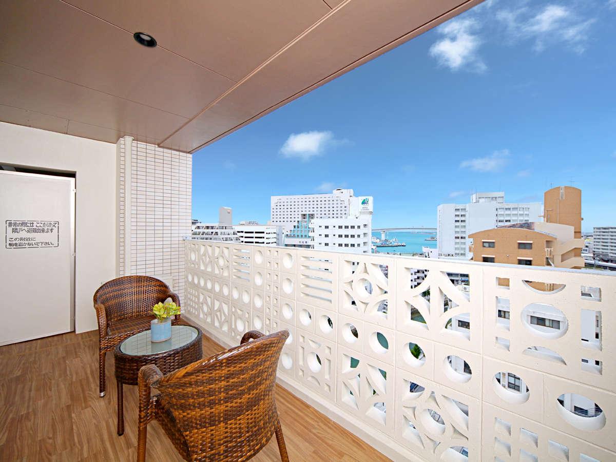 【客室ベランダ】※高層階と低層階では景観が異なります。