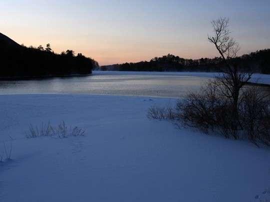 【湯の湖】周囲が3キロあり一周約1時間!広葉樹と針葉樹の原生林があり手つかずの自然を満喫できます♪