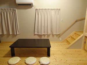 コテージ:無垢材をふんだんに使った部屋