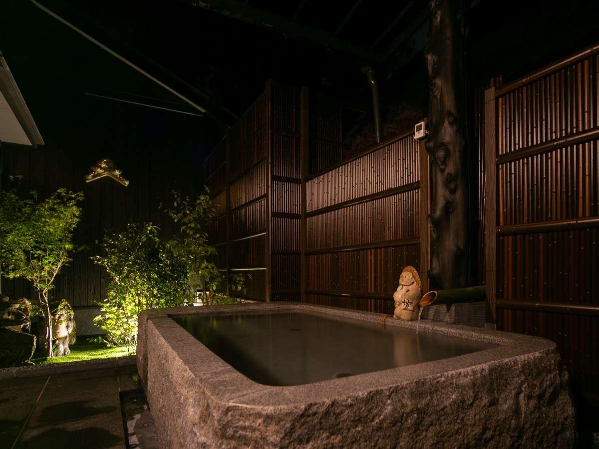 新館の貸切 露天風呂です