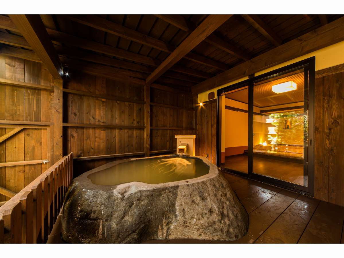 客室露天風呂。※お部屋の1例です。