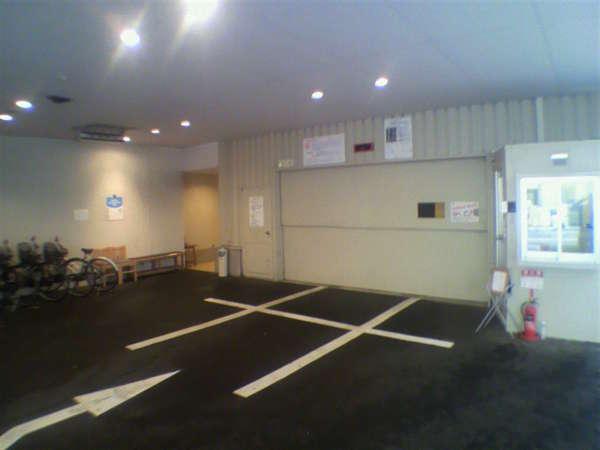 ハイルーフも対応の立体駐車場。大きな車は臨時駐車場もあり。外車、トラックは不可。