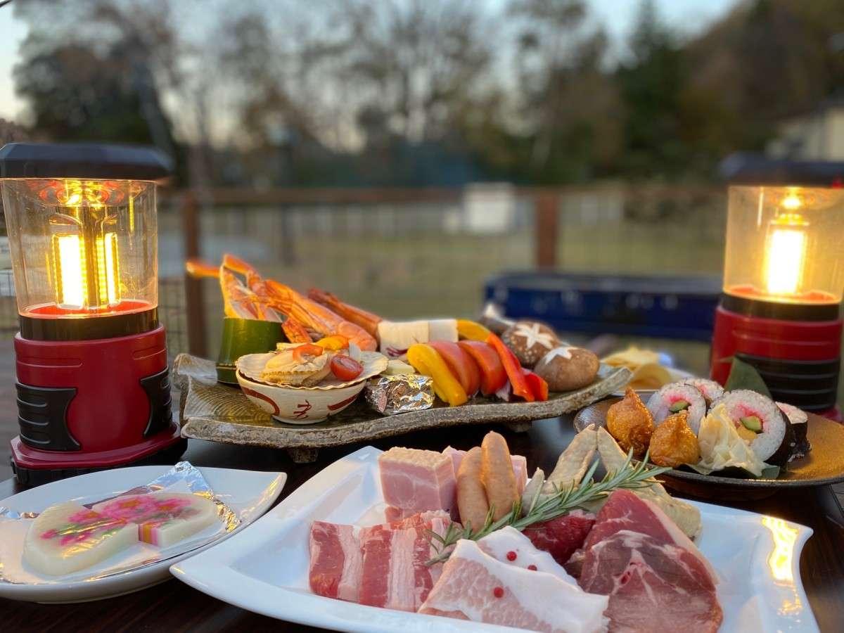 【ご夕食】贅沢BBQは旅館ならではの豪華さ!ジューシーなお肉や季節のお楽しみ(一例)
