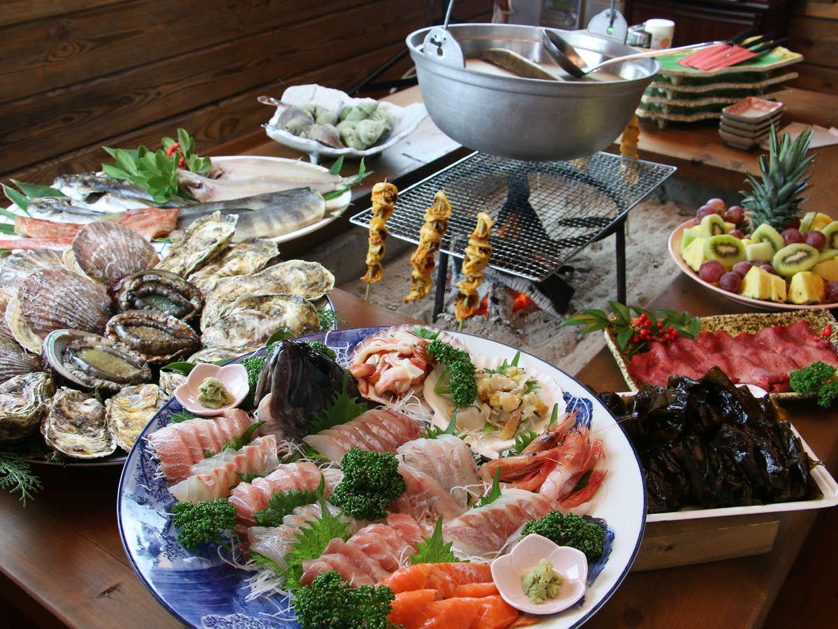 【お食事】いろりを囲みお客様のペースでゆっくりとお召し上がりください。