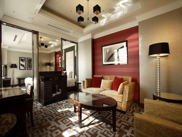 【スイート・昼】54平米ベッド幅120cm×2台 ゆとりある贅沢な空間で、ごゆっくりとおくつろぎください。