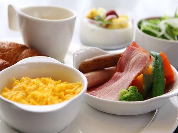 【朝食】和洋ビュッフェ。とろ~り卵のスクランブルや焼きたてパンが魅力☆