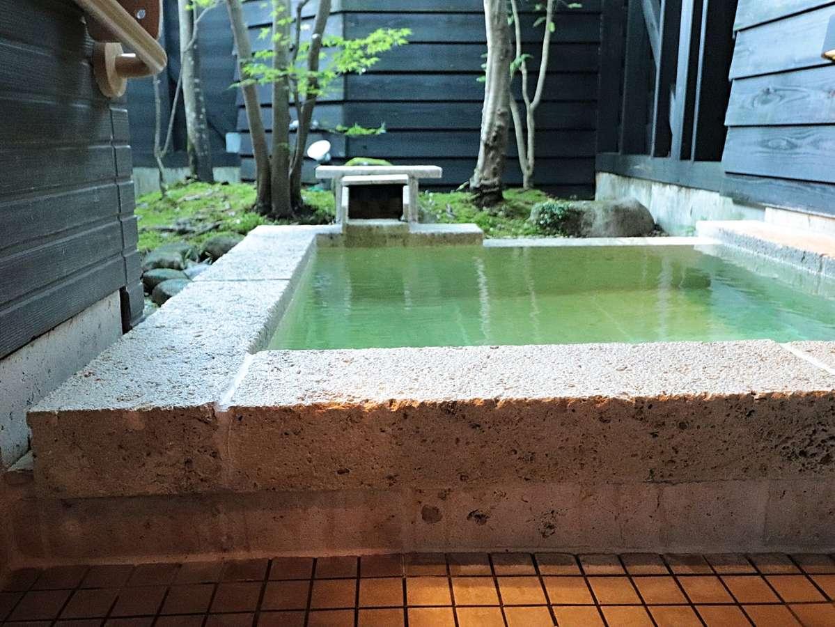 【TypeA】TypeAだけの贅沢な露天風呂。神の湯といわれる自然湧出の温泉に何度でも浸る至高のひととき。