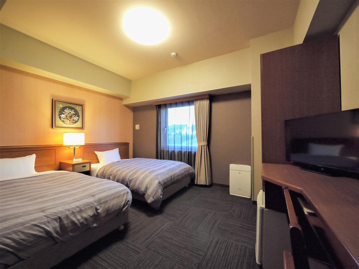 ツインルーム。お部屋の広さはおよそ19平米。ベッド幅120cm。