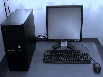 ミーティングエリアのパソコン
