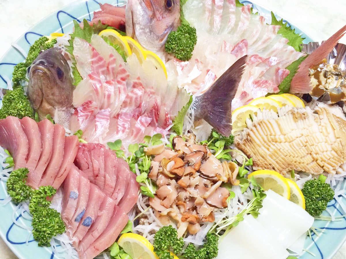 【お造り一例】海の幸をふんだんに!鮑も入った贅沢な鉢盛