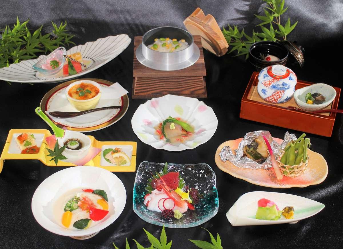 *彩り鮮やかなお料理の数々。真心こめてご提供いたしております。(夏の御夕食イメージ。)