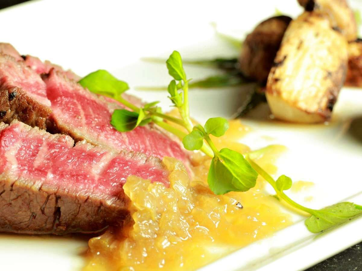 【ある日のお料理一例】希少価値の高い「いわいずみ短角牛ステーキ」は、噛むほど旨い極上の赤身肉。